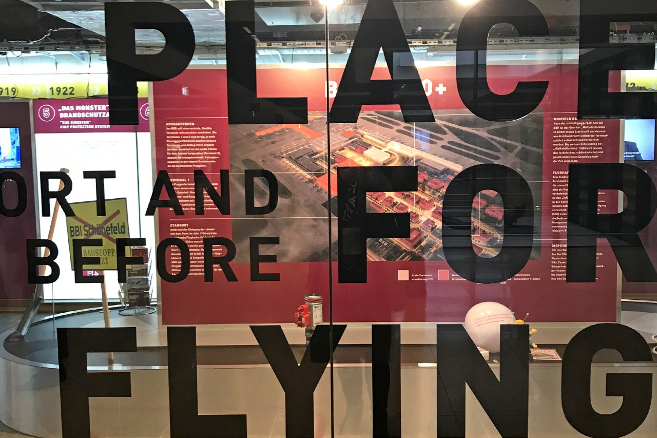 The room of aviation: Pop-up exhibition at BER.